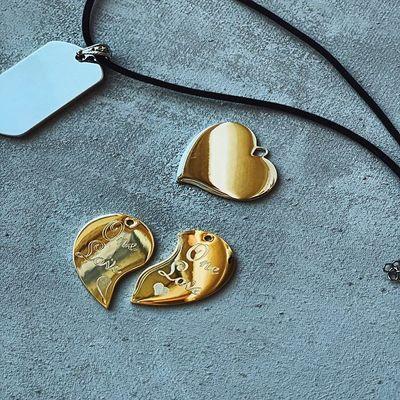 Разве чтобы порадовать любимого человека нужен повод?💑 ⠀ Конечно нет! Ведь подарок, сделанный неожиданно - подарит приятных ощущений в 1000 раз больше💥 ⠀ Смотри чем ты можешь удивить свою половинку : ⠀ ❤️ кулон 'Сердце' с любой гравировкой 🖋 серебро / золото цена : 1090 ₽ 💸 ⠀ 💔 кулон, состоящий из двух половинок 'для неё 👸🏻' и 'для него 🤴🏻' ⠀⠀серебро / золото цена : 1190 ₽ 💸 ⠀ 👨🏼✈️ армейский кулон - жетон с любой гравировкой для твоего защитника серебро / золото цена : 990 ₽ 💸 ⠀ К каждому кулону ты так же можешь приобрести у нас шнурок кожаный или бархатный с замком за 190₽ 📿 ⠀ Так же цепочку : золотистая или серебристая за 290₽🎗 ⠀ 🤳🏻для заказа пиши в Директ или переходи на наш сайт 🌐 в шапке профиля 👆🏻 ⠀ ⠀ ⠀ ⠀ ⠀ ⠀ ⠀ ⠀ всем любви!❤️
